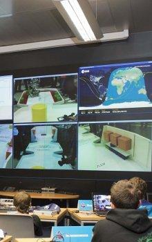 Pohled do řídícího sálu při první soutěži Volare Space Robotics Competition.
