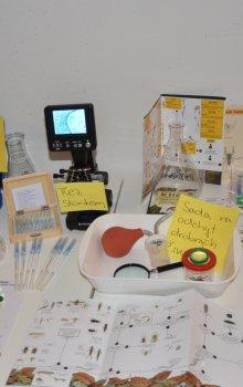 Ukázka vybavení Studentského přírodovědného centra Věda z kufru.
