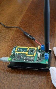 Výzkum bezdrátového přenosu energie pomocí mikrovln.