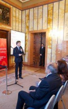 Losování inovačních vocherů v Praze v roce 2013.