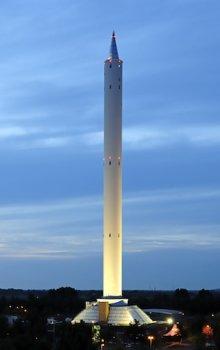 Pohled na pádovou věž v areálu Univerzity v Brémách.