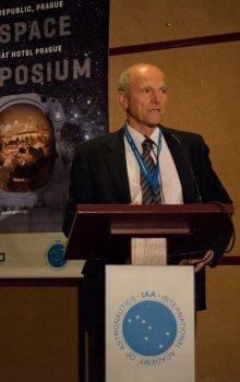 Jan Kolář, ředitel České kosmické kanceláře, zahajuje Humans in Space Symposium 2015 v Praze.