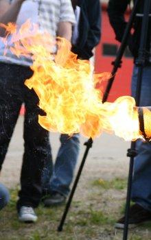 Praktická ukázka hoření hybridního raketového motoru.