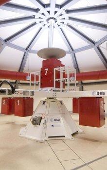 Sál velké experimentální centrifugy LDC ve středisku ESA ESTEC.