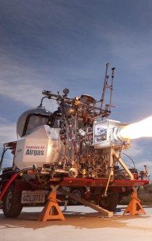 Test hlavního motoru raketového letounu Lynx.