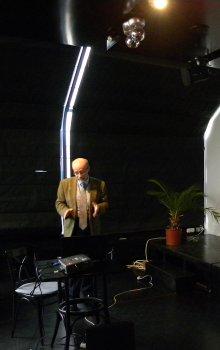Radek Peřestý prezentuje projekt mikroakcelerometru VZLÚ, a.s. pro misi ESA SWARM, která se chystá 22.11.2013 ke startu.