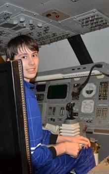 V kabině simulátoru raketoplánu v ESC Transinne.