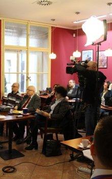 Tisková konference České kosmické kanceláře se těšila hojné účasti novinářů.