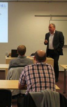 Pavel Tichý prezentoval kapacity Laboratoře pro vývoj a realizaci Fakulty elektrotechnické ČVUT.
