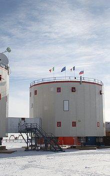 Bližší pohled na stanici Concordia.