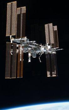 Mezinárodni kosmická stanice (ISS) vyfotografovaná při odletu raketoplánu Atlantis.