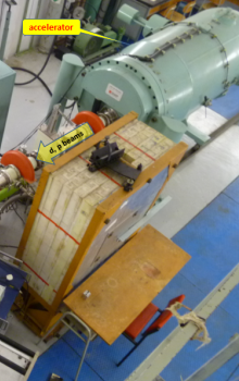 Elektrostatický urychlovač iontů Van de Graaf HV2500.
