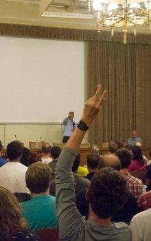 V diskuzích po přednáškách prozradil Scott Parazynski například svůj pohled na budoucnost pilotovaných letů do vesmíru.
