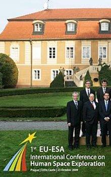 Společná fotografie delegátů.