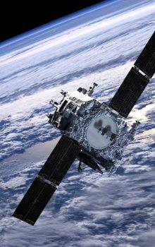 Znázornění dvou družic STEREO na nízké oběžné dráze kolem Země.