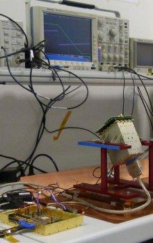 Test společné funkčnosti subsystémů letových kusů TARANIS IDEE - českého analyzátoru IDEE-A a francouzského IDEE-S detektoru v IRAP v Toulouse.