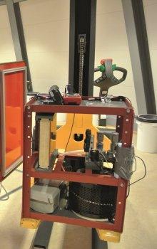 Příprava experimentu GRAVARC pro zabudování do gondoly centrifugy.